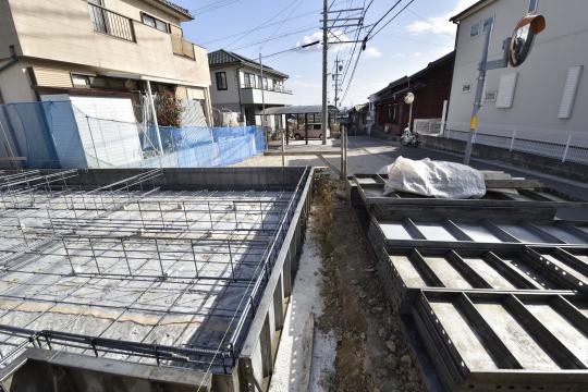 東浦町石浜青木4LDKのベタ基礎と駐車場です。