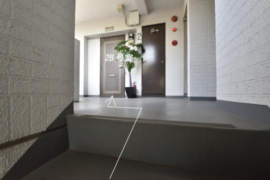 階段で行くユーハウス第二刈谷2B号室。