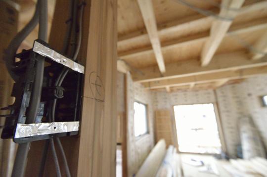 高浜市湯山町 電気工事進んでいます