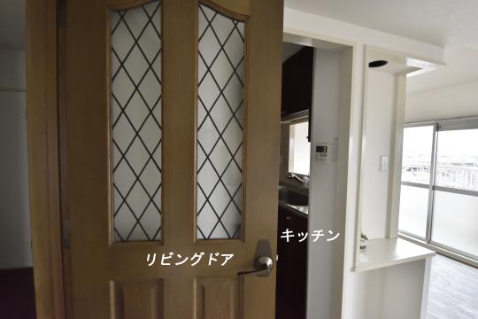真栄マンション東刈谷601号室のリビングドアです。