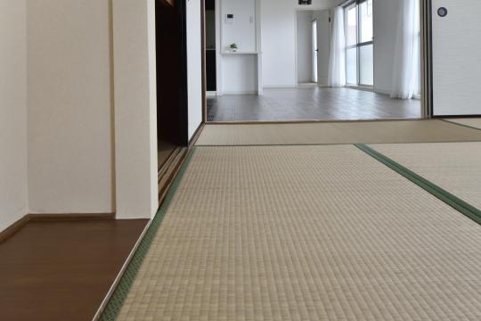 真栄マンション東刈谷601号室の畳のアップです。