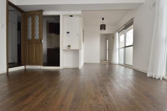 真栄マンション東刈谷601号室のLDKは洋室と和室の間にございます。