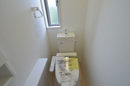 ホワイトでまとめらたトイレ