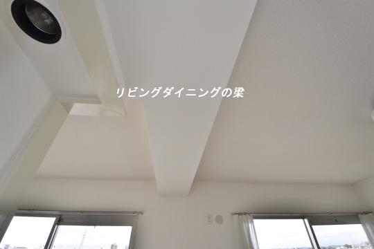 真栄マンション東刈谷601号室の梁のアップです。