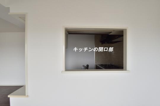 真栄マンション東刈谷601号室のキッチン開口部の大きさが分かります。