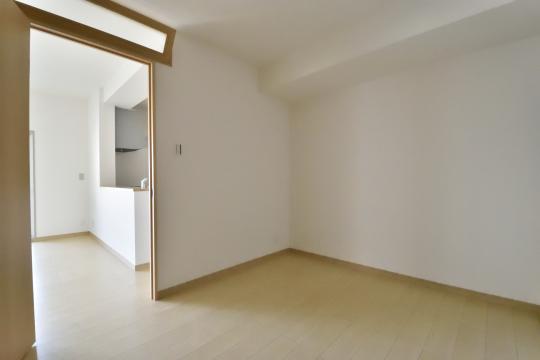 ユーハウス第二刈谷2B号室の洋室ドアは凝っています。