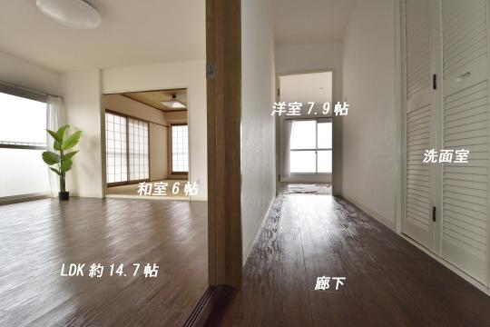 真栄マンション東刈谷601号室の廊下と洗面室の位置。