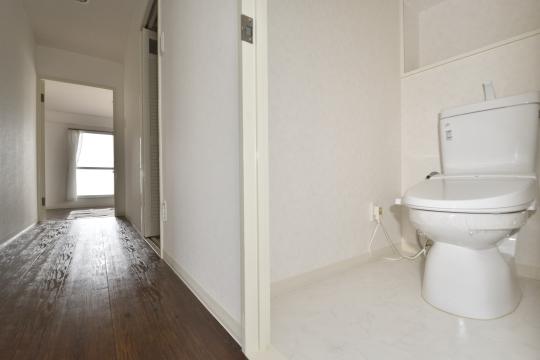 真栄マンション東刈谷601号室のトイレです。