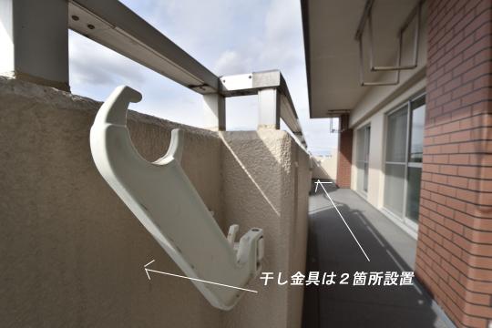真栄マンション東刈谷601号室の干し金具です。