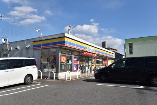 真栄マンション東刈谷より300m先のミニストップ刈谷板倉町店です。