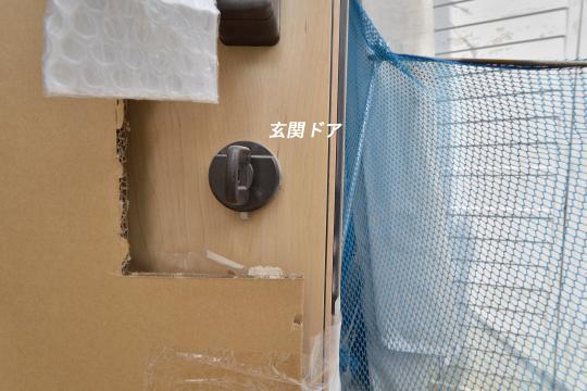 東浦町大字石浜字青木の新築戸建玄関ドアの色はもライトブラウン。
