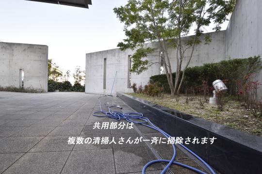 アトレ東刈谷グリーティングコートの掃除は複数人で行います。