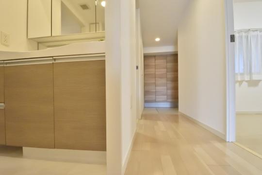 アトレ東刈谷グリーティングコートの洗面室へ入ります。