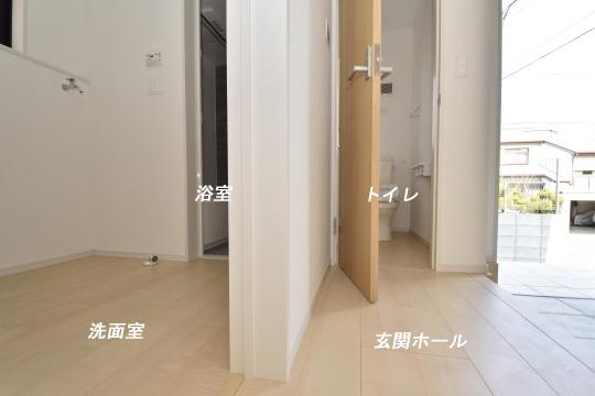 大府市桃山町1丁目3号棟の玄関とトイレと洗面室の位置。