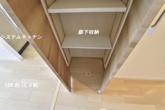 アトレ東刈谷グリーティングコートの廊下収納とキッチンの位置。