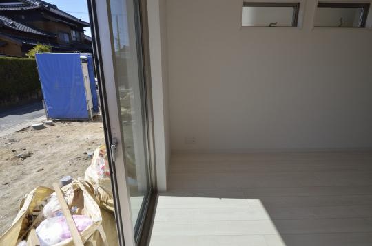 掃き出し窓から太陽光