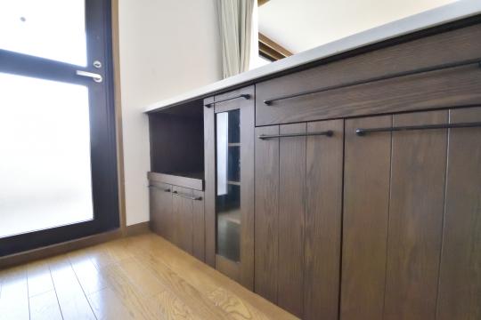 エルグランデ刈谷イーストウイングのシステムキッチンにはカウンター収納があります。