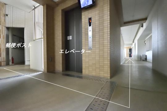 アトレ東刈谷グリーティングコートのエントランスから105号室への経路。