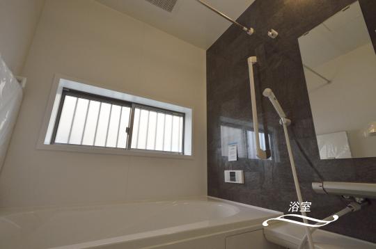 洗面室に隣接して浴室