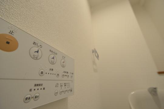 トイレ 壁リモコン