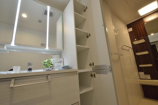 洗面室 タオルの収納もできる