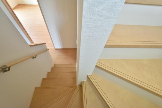 東浦町石浜青木4LDKの階段。