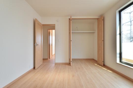 東浦町石浜青木4LDKの2階洋室。