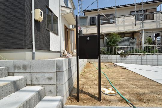 東浦町石浜青木の新築戸建の郵便ポストです