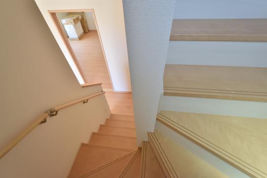 東浦町石浜青木新築戸建の階段
