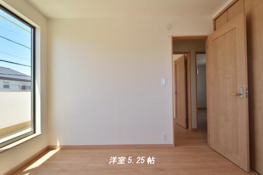 東浦町石浜青木新築戸建の洋室。