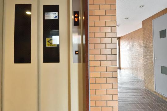 エスポア刈谷のエレベーター1階ドア