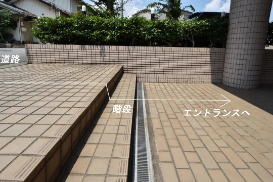 グローリアス刈谷のアプローチには階段が2段ございます