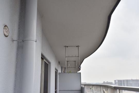 エスポア刈谷の洗濯干し金具は天井に設置されています