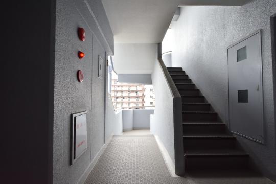 エスポア刈谷の階段踊り場