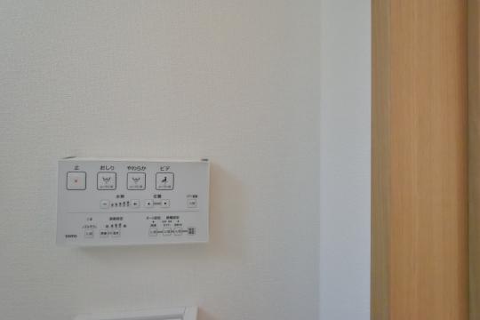 刈谷市大正町4丁目A棟1階トイレのウォシュレットトイレリモコン