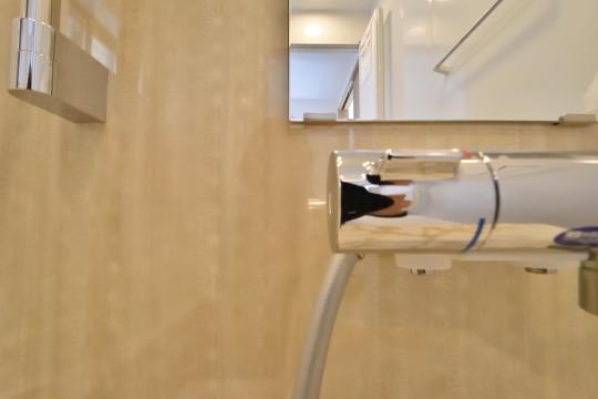 刈谷市大正町4丁目A棟の浴室アクセントパネルは切子デザイン
