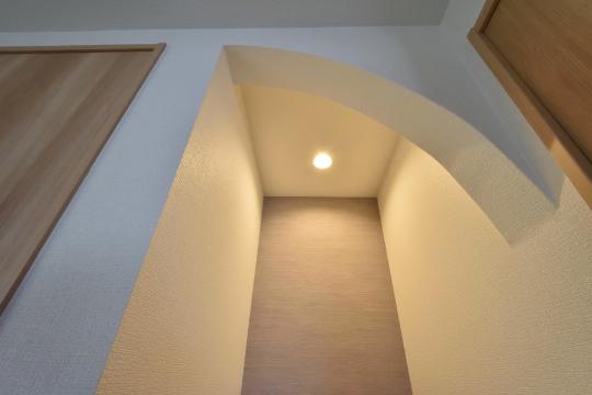 刈谷市大正町4丁目A棟の床の間天井に照明あり