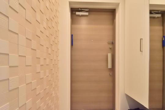 カルティア刈谷松坂の玄関はエコカラット