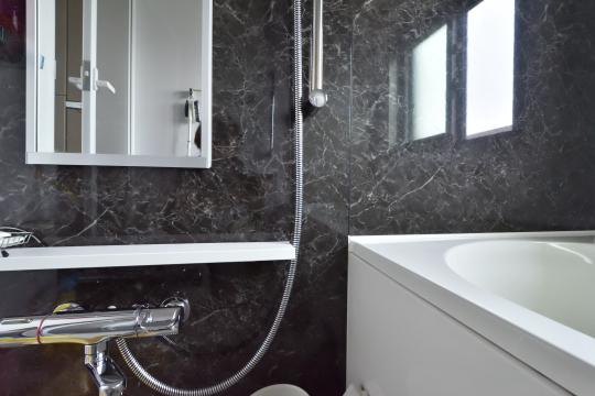 カルティア刈谷松坂の浴室壁