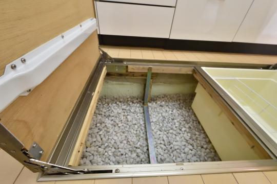 フレストスクエア刈谷逢妻の床下収納庫の下は玉石が敷かれています