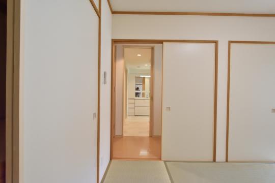 フレストスクエア刈谷逢妻の和室と洗面室の位置