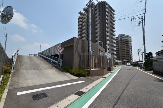 カルティア刈谷松坂の自走式駐車場の出入り口スロープ