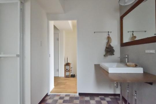 大和レジデンス相生2の洗面室の床はチェス模様