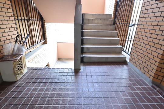 大和レジデンス相生2の階段