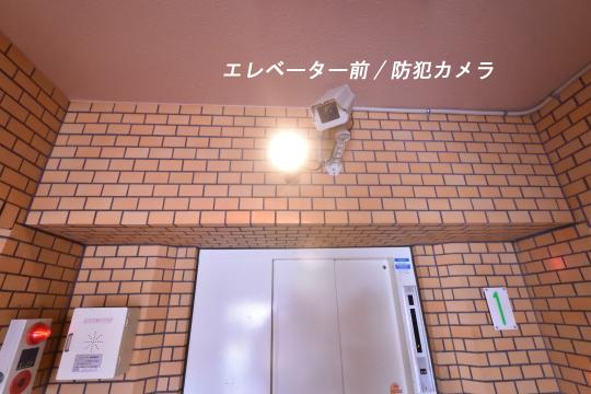 大和レジデンス相生Ⅱのエレベーター上には防犯カメラとライトが付いています