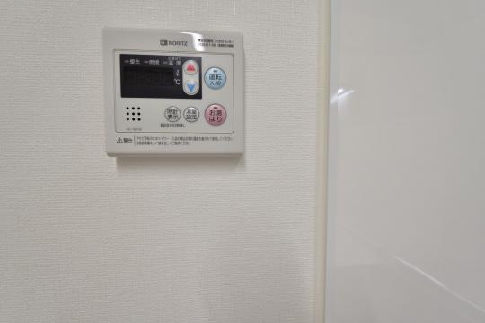 エスぺランタ安城の給湯器リモコンはキッチン壁にあります