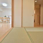 アトレ東刈谷グリーティングコート202号室の和室とリビング